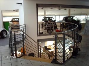 Treppenanlage mit runden Brüstungsgeländer